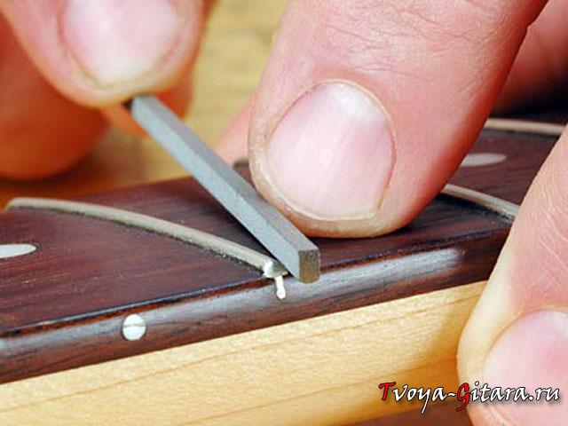 Когда нужна замена ладов на гитаре?