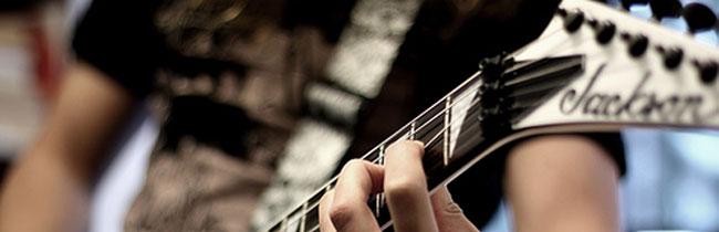 Сегодня мы немного окунемся в историю и узнаем, как создавались американские гитары Jackson и то, как с годами развивалась эта гитарная фирма