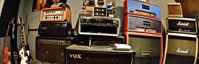 Данная статья поможет начинающим гитаристам узнать, какое гитарное оборудование им понадобится для дальнейшего творчества