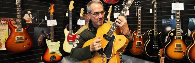 В этой статье вы узнаете, где и как лучше всего покупать гитару, а также достоинства и недостатки покупки новой и б/у гитары