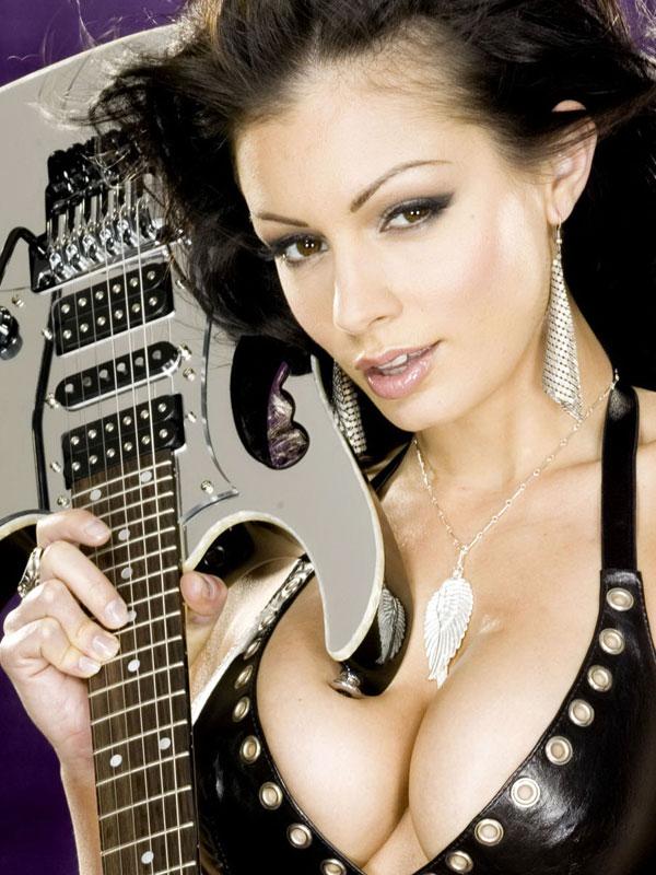 Красивые девушки с гитарой