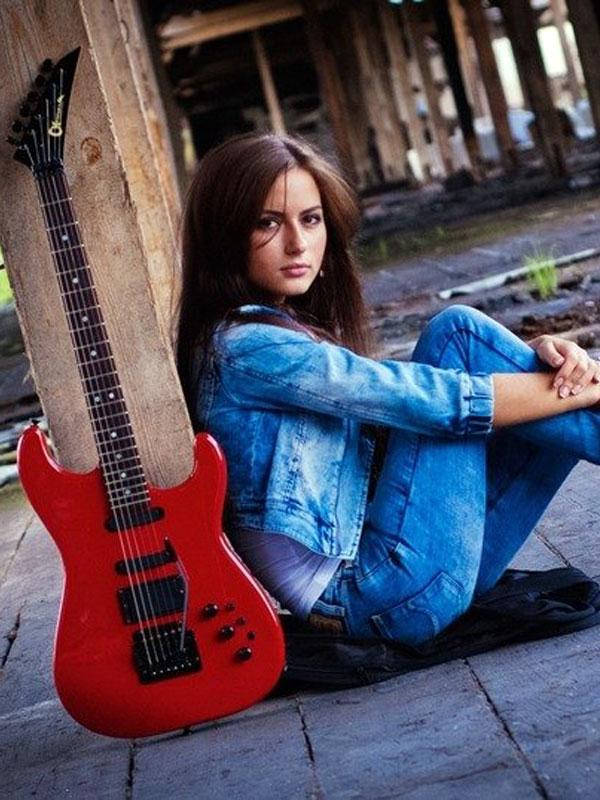 Фото девушки с гитарой