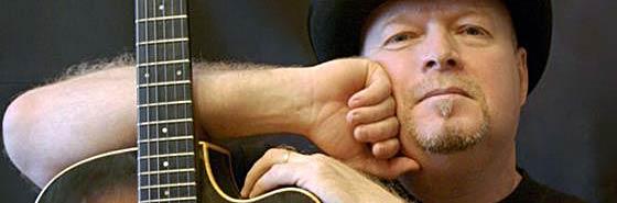 Сергей Болотников известный музыкант и один из лучших отечественных преподавателей гитары. В этой видеошколе он научит вас импровизации и разным техникам.