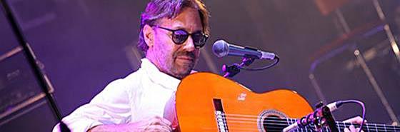 """Al Di Meola и его """"Видеошкола игры на акустической гитаре"""" откроет вам новые горизонты и техники в освоении этого инструмента."""