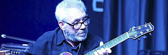 В этой замечательной видеошколе Jimmy Bruno научит вас правильной технике игры медиатором. Полезные советы и фишки для начинающих гитаристов.