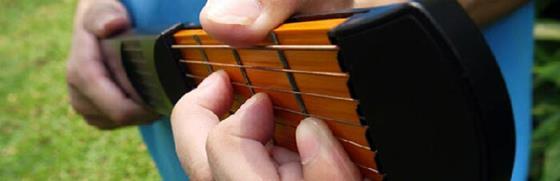 В этой статье вы узнаете, как заниматься без гитары и поддерживать форму, когда инструмент вне зоны вашей досягаемости