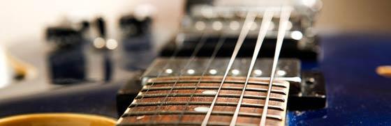 Когда необходима замена струн на на электрогитаре? Почему струны так быстро изнашиваются? Ответы на эти вопросы вы найдете в этой статье.